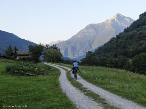 A piede libero tra le montagne della val Camonica.