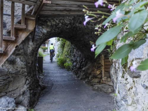 Il borgo antico di Incudine in val Camonica.