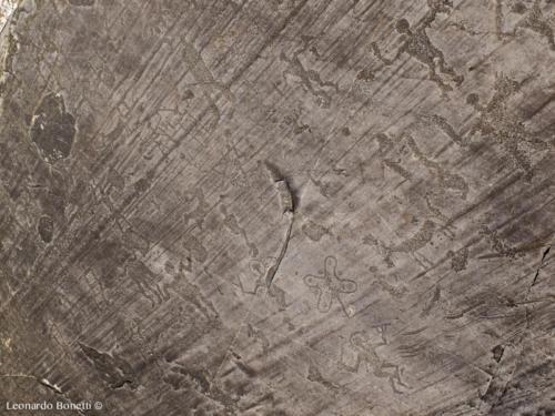 Incisioni rupestri in val Camonica.