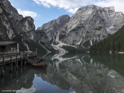 La Croda del Lago si riflette nel lago di Braies