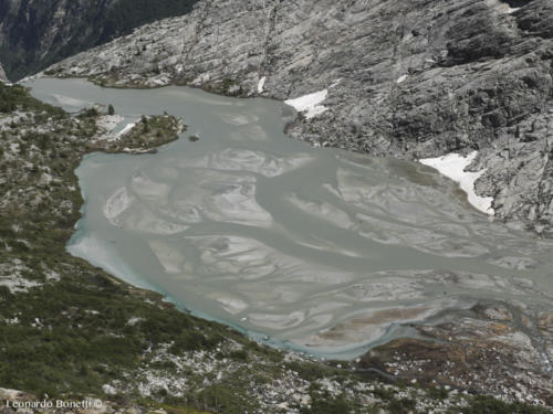 Lago Nuovo sotto i ghiacciai dell'Adamello