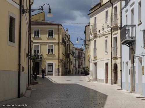 Le vie del centro storico di Larino vecchia