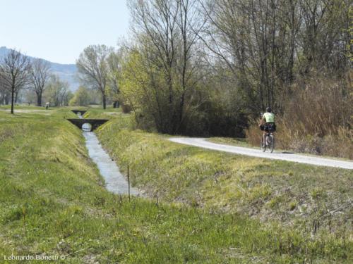 Pedalando tra canali sulla ciclabile Val Marecchia