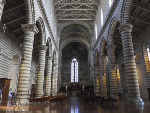 Veduta interna duomo di Orvieto